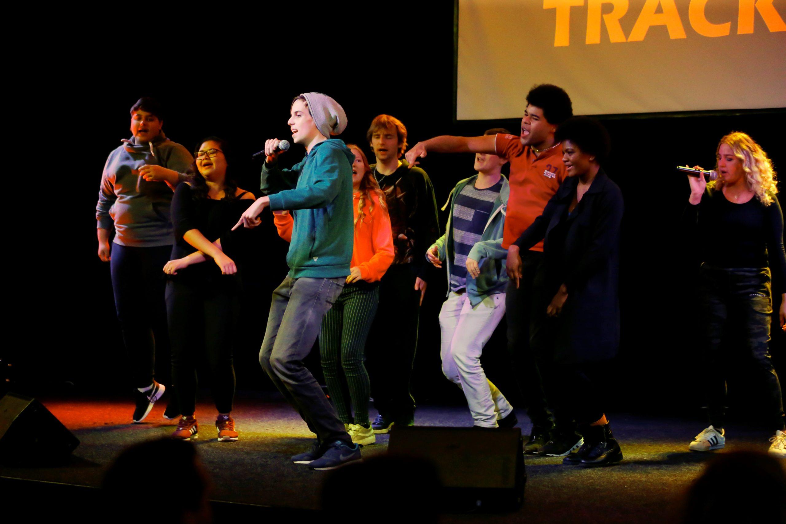 Jongeren van Back on Track2 geven voorstelling